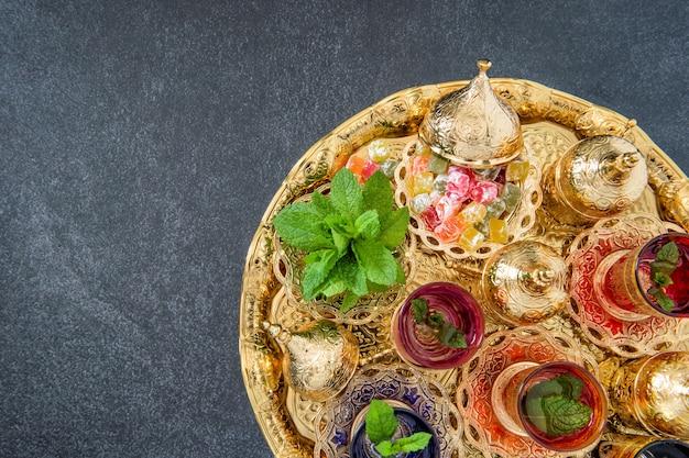 Verres à thé feuilles de menthe décorations dorées ramadan kareem
