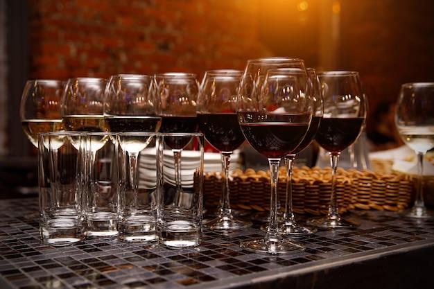 Verres à vin rouge. restauration événementielle.