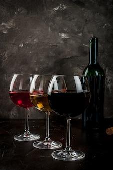 Verres de vin rouge, rose et blanc