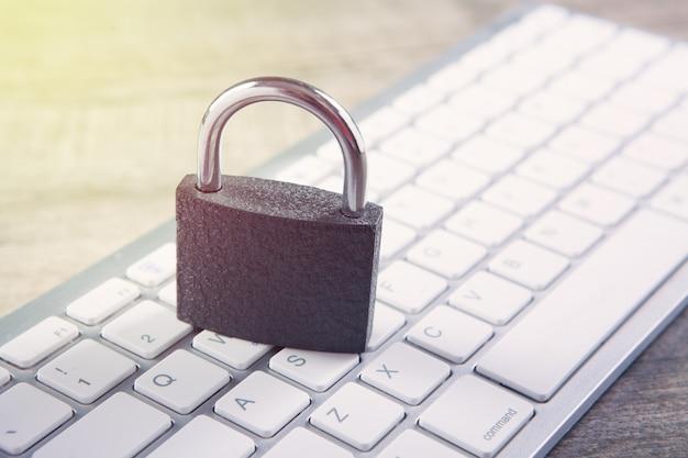 Verrouillage sur le clavier. concept de cybersécurité