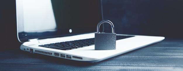 Verrouillage sur ordinateur portable. concept de cybersécurité