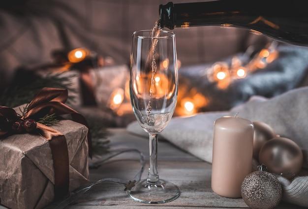 Verser du champagne dans un verre