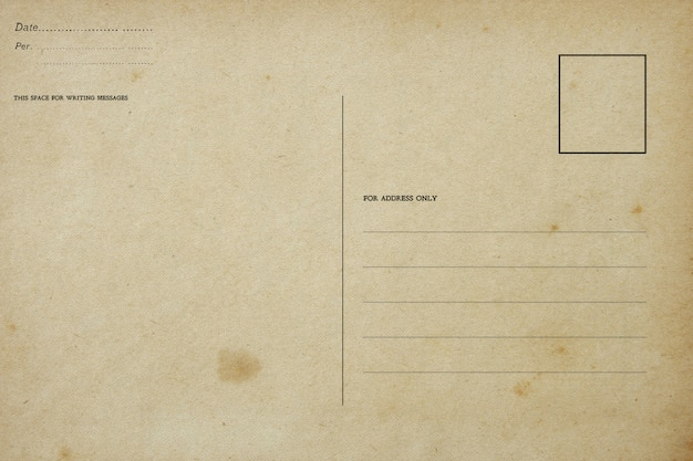 Verso d'une carte postale vierge vintage avec une tache sale