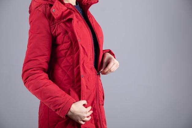 Veste chaude d'hiver zippée jeune femme