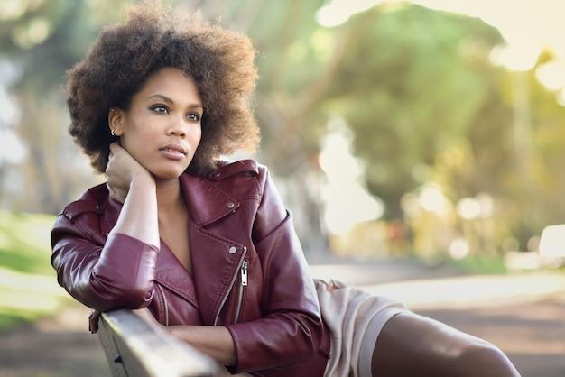 Veste en cuir femme jolie afro
