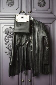 Veste élégante et sac à main