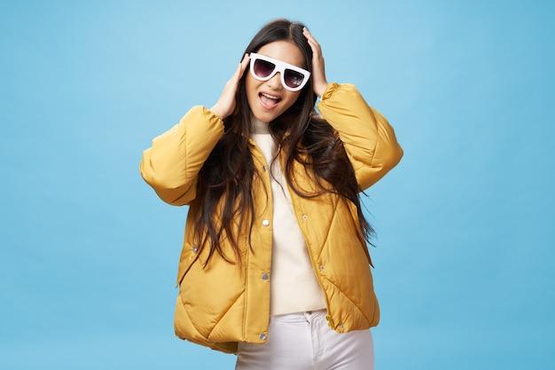 Veste d'hiver de vêtements de style élégant de mode de vie de femme à la mode gaie
