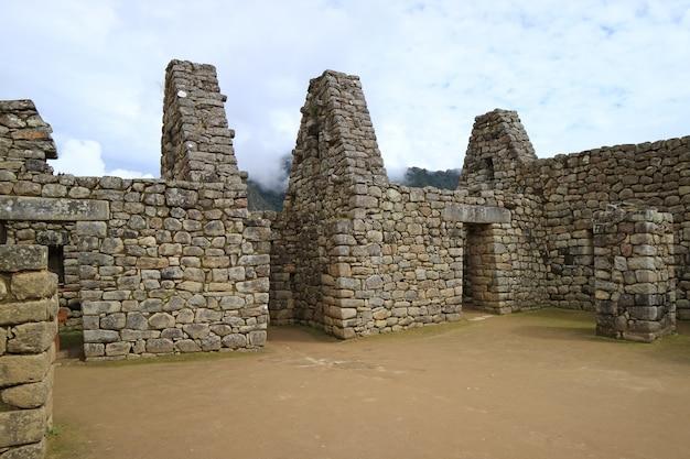 Vestiges de l'ancienne structure de machu picchu, province d'urubamba, pérou