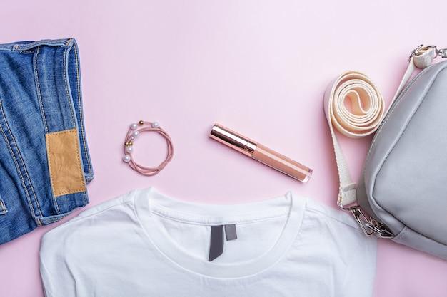 Vêtements et accessoires décontractés pour femmes.