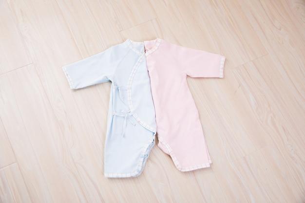 Vêtements et accessoires pour bébé en bois