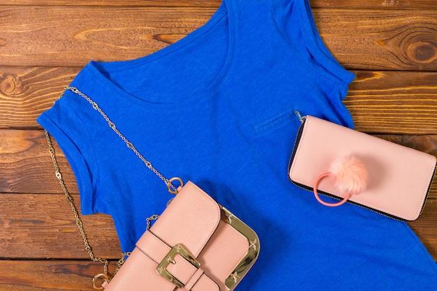 Vêtements et accessoires pour femmes