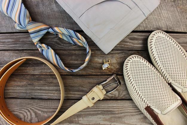 Vêtements et accessoires pour hommes. vue de dessus.