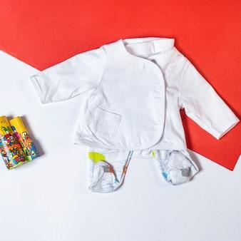 Vêtements bébé fille et jouets, concept de mode bébé