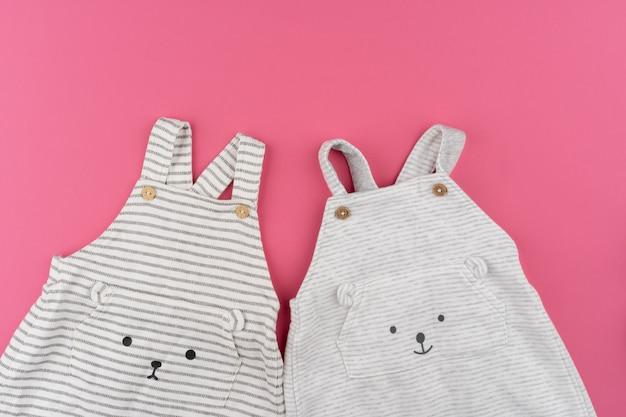 Vêtements de bébé vue de dessus