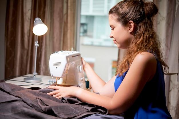 Vêtements de couture sur mesure