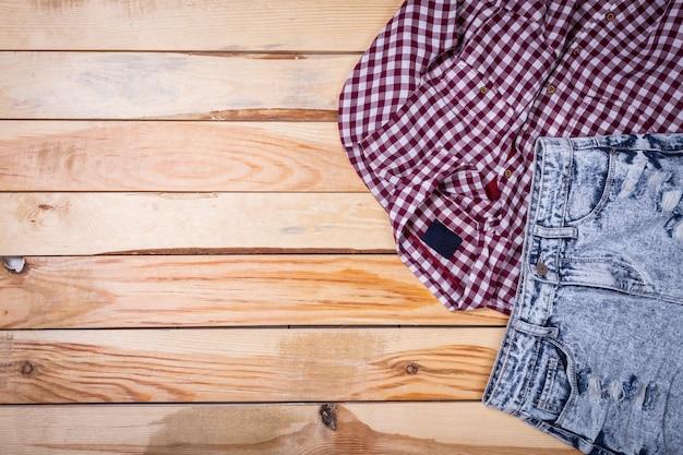 Vêtements pour femmes se bouchent