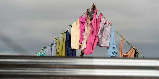 Vêtements séchant sur une corde à linge, zona 3, guatemala city, guatemala