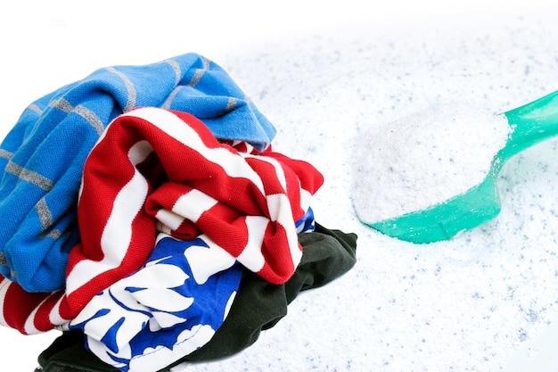 Vêtements usagés avec de la lessive