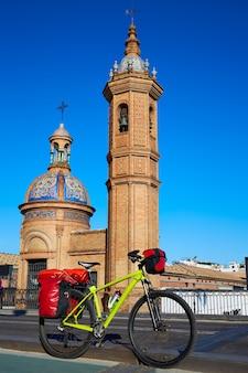 Via de la plata à vélo au pont isabel ii triana à séville