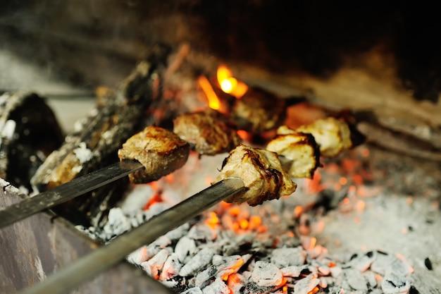 Viande au four sur le gril