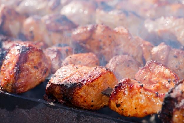 Viande de barbecue grillée en fumée
