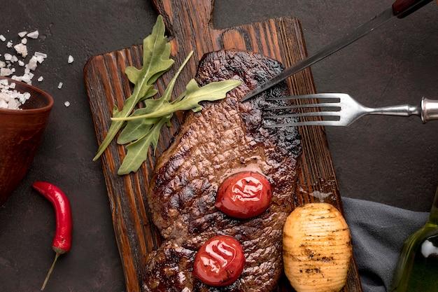 Viande cuite aux légumes