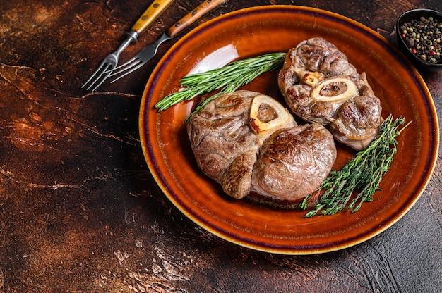 Viande cuite à l'os jarret de veau osso buco, steak d'ossobuco italien