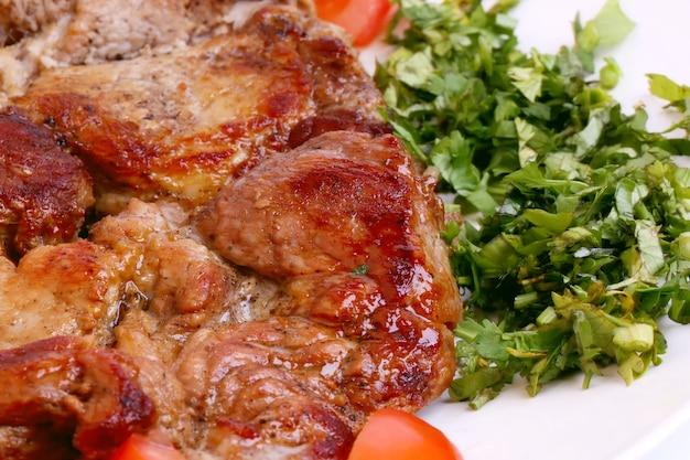 Viande grillée, oignon, nourriture maison saine, barbecue, régime