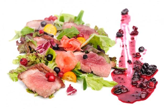 Viande grillée à la sauce aux canneberges et au cassis