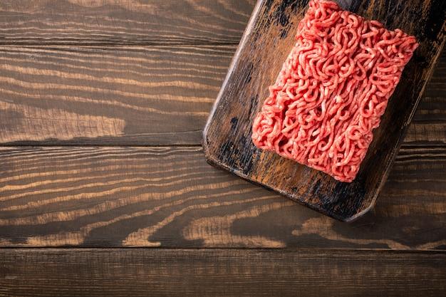 Viande hachée crue de boeuf fraîche