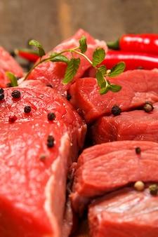 Viande et légumes crus
