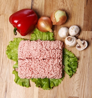 Viande et légumes hachés
