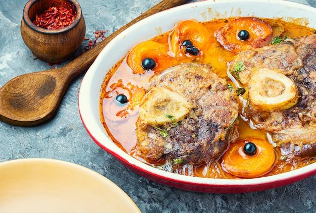 Viande de noël cuite à la sauce d'abricot