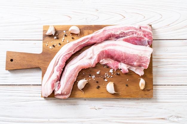 Viande de porc fraîche et striée