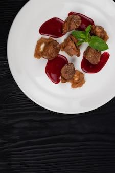 Viande de porc frite avec purée de courgettes