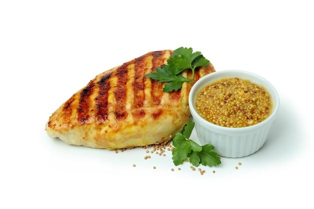 Viande de poulet grillé, persil et moutarde isolé sur fond blanc