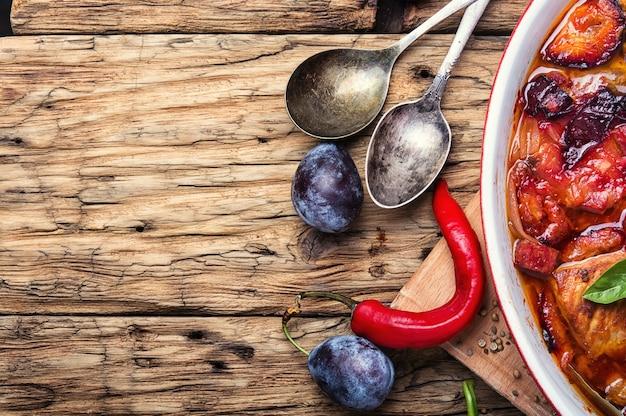 Viande à la sauce aux prunes