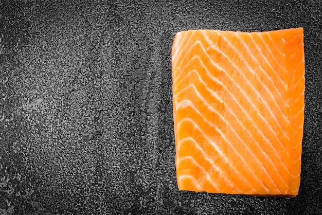 Viande de saumon crue