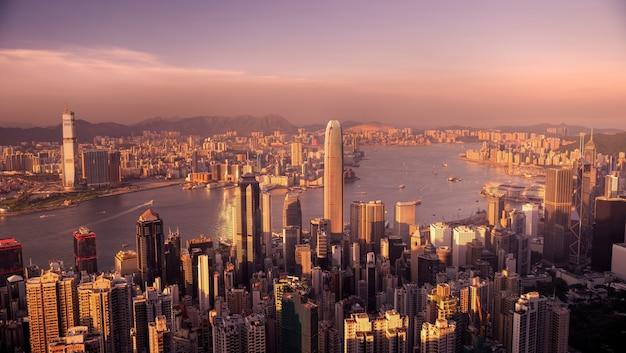 Victoria harbour hong kong au coucher du soleil