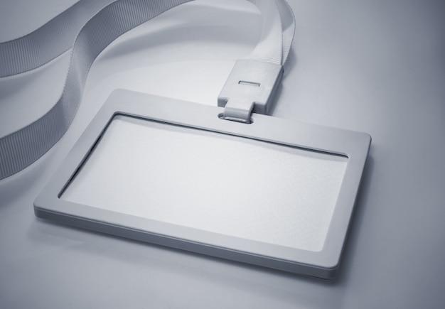 Vide de carte d'identité blanche pour créer des idées de concept d'entreprise.