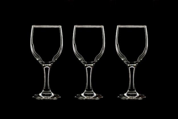 Vide trois verres sur fond noir