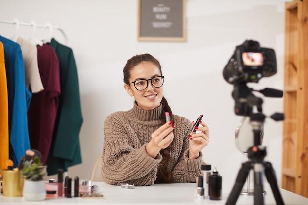Vidéo de tutoriel sur la beauté de la jeune femme