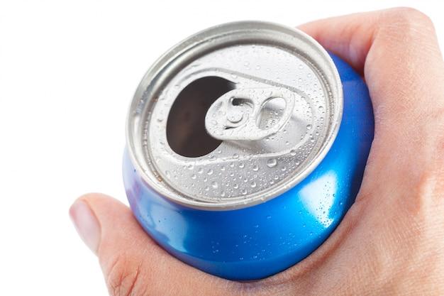 Vider les canettes de recyclage