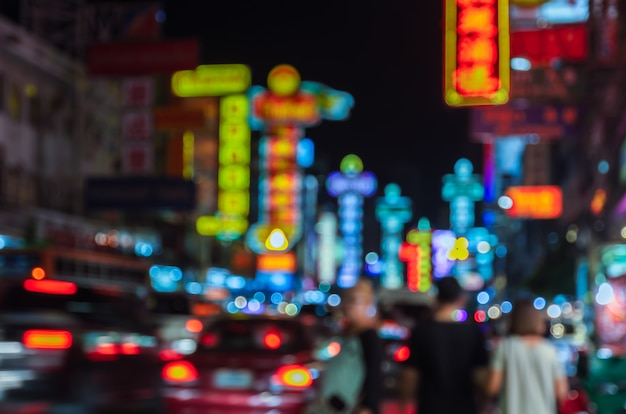 Vie nocturne de china town floue à bangkok, thaïlande