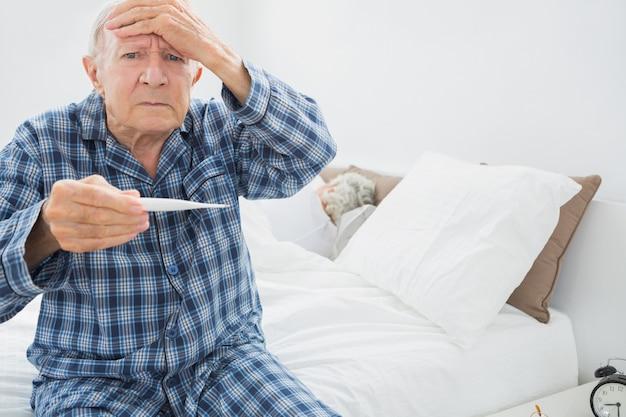 Vieil homme avec fièvre