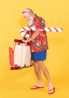 Vieil homme avec transat et canne en bonbon