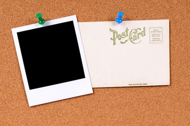 Vieille carte postale avec photo polaroid