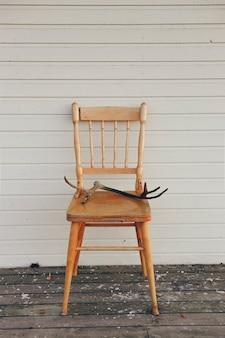 Vieille chaise en bois vintage