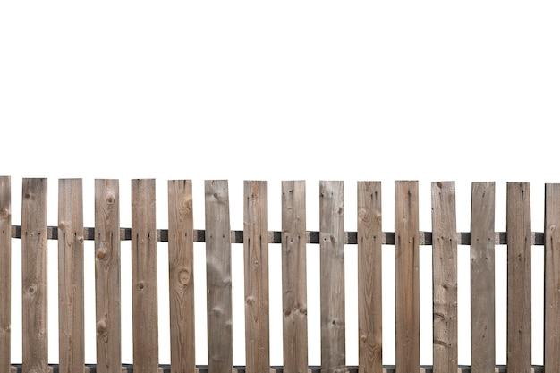 Vieille clôture en bois isolée sur fond blanc. haie villageoise. photo de haute qualité