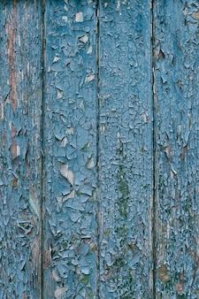 Vieille clôture en bois avec peinture écaillée